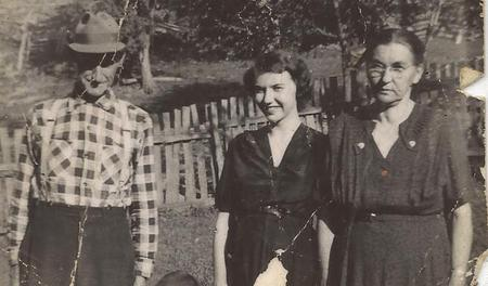 Edna Gladys Cochran: Edna with her parents, Isaac and Bessie Yates