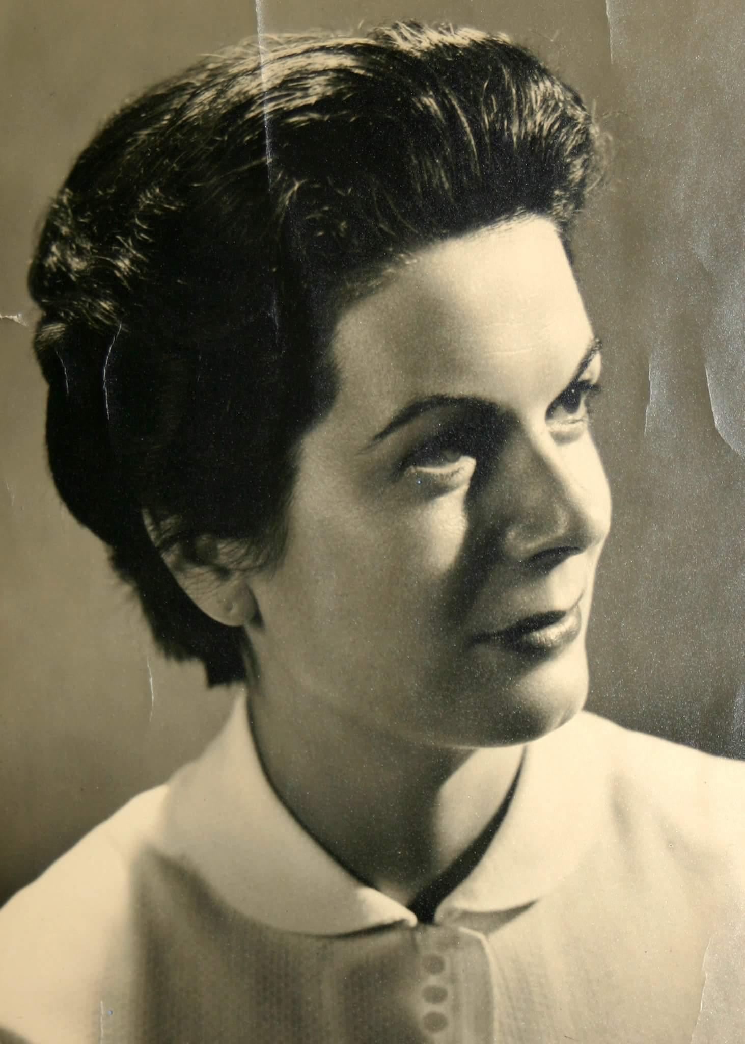 Anna  Pascale